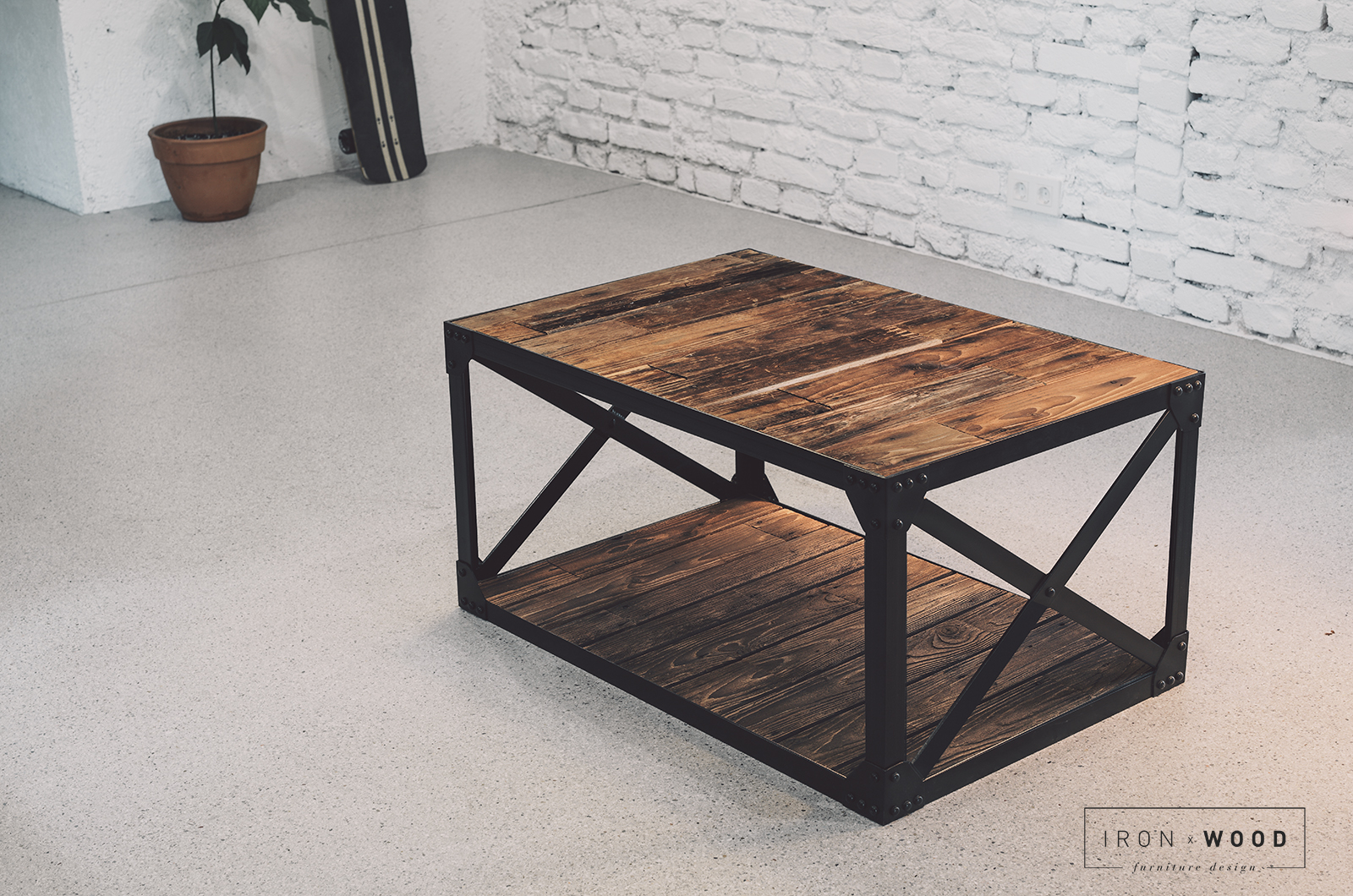 reclaimed-wood-coffee-table-diy